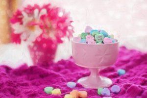 https://pixabay.com/en/valentine-candy-hearts-conversation-626447/